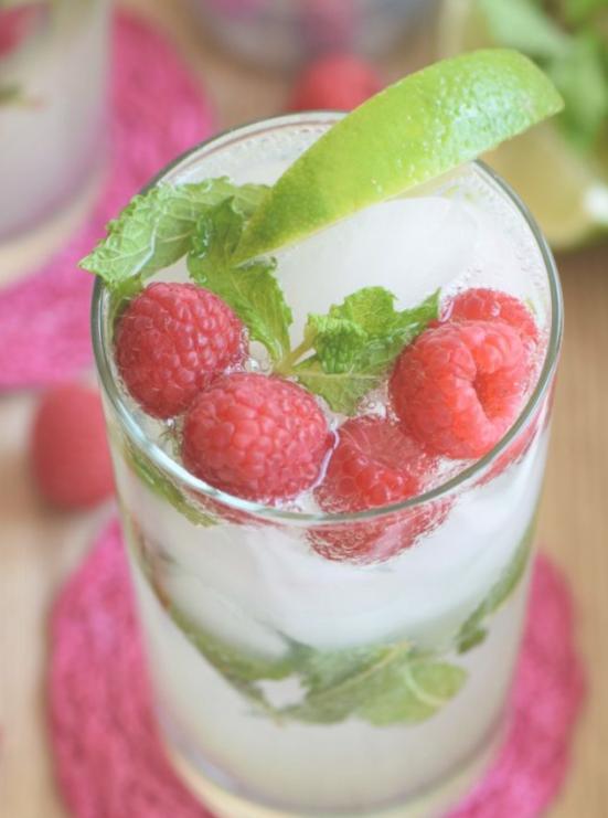 sparkling raspberry lemondae mocktail